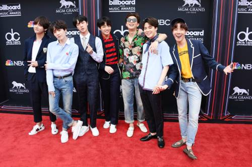 Outfit ideas for this week: all 7 @bts_bighit #BBMAs looks. https://t.co/lo9fM6iZwG https://t.co/vM8VozmmiW