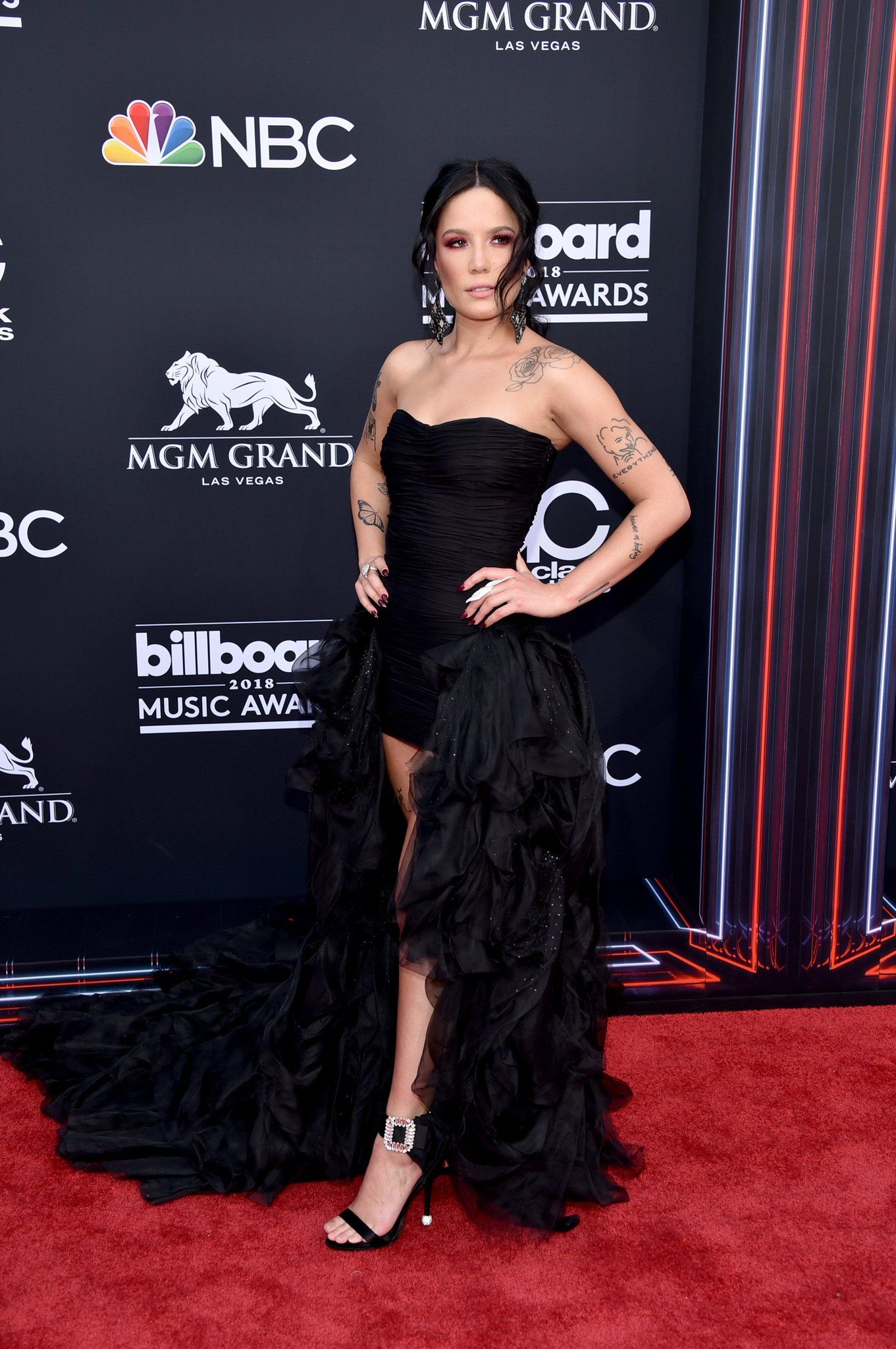 Can we just take a sec to talk about @halsey's look bc WOW �� #BBMAs https://t.co/HD7y4B5mMg