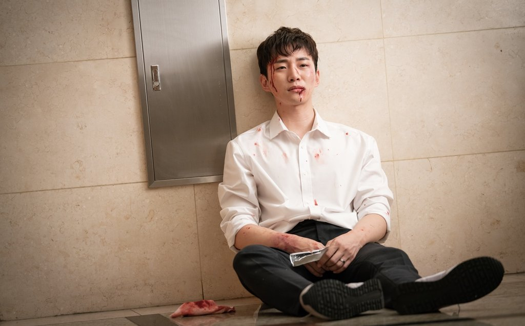 RT @soompi: #2PM's Junho Looks Beat Up And Defeated In New Stills Of