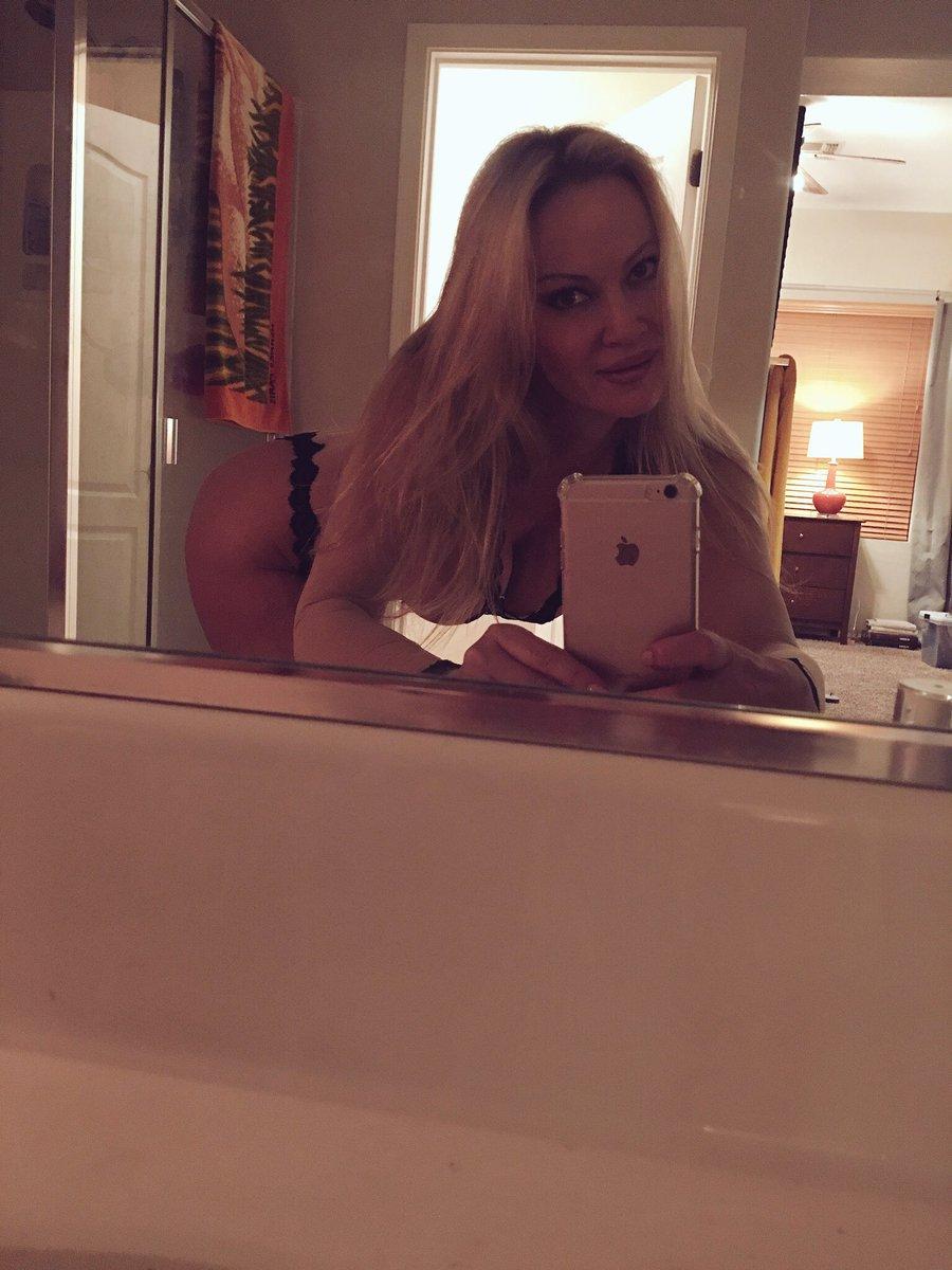 #SelfieSunday Good night 🌙😴😘 sLbGFD7Rkf
