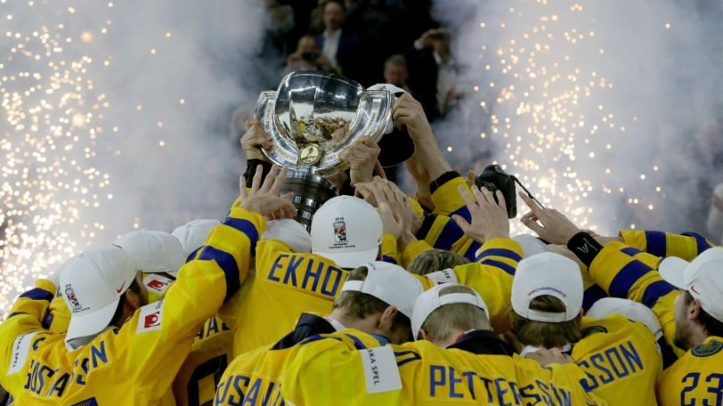 Congratulations #TeamSweden for winning gold medals at #IIHFWorlds! @TeamSwedenSE https://t.co/KDjMguAOTl