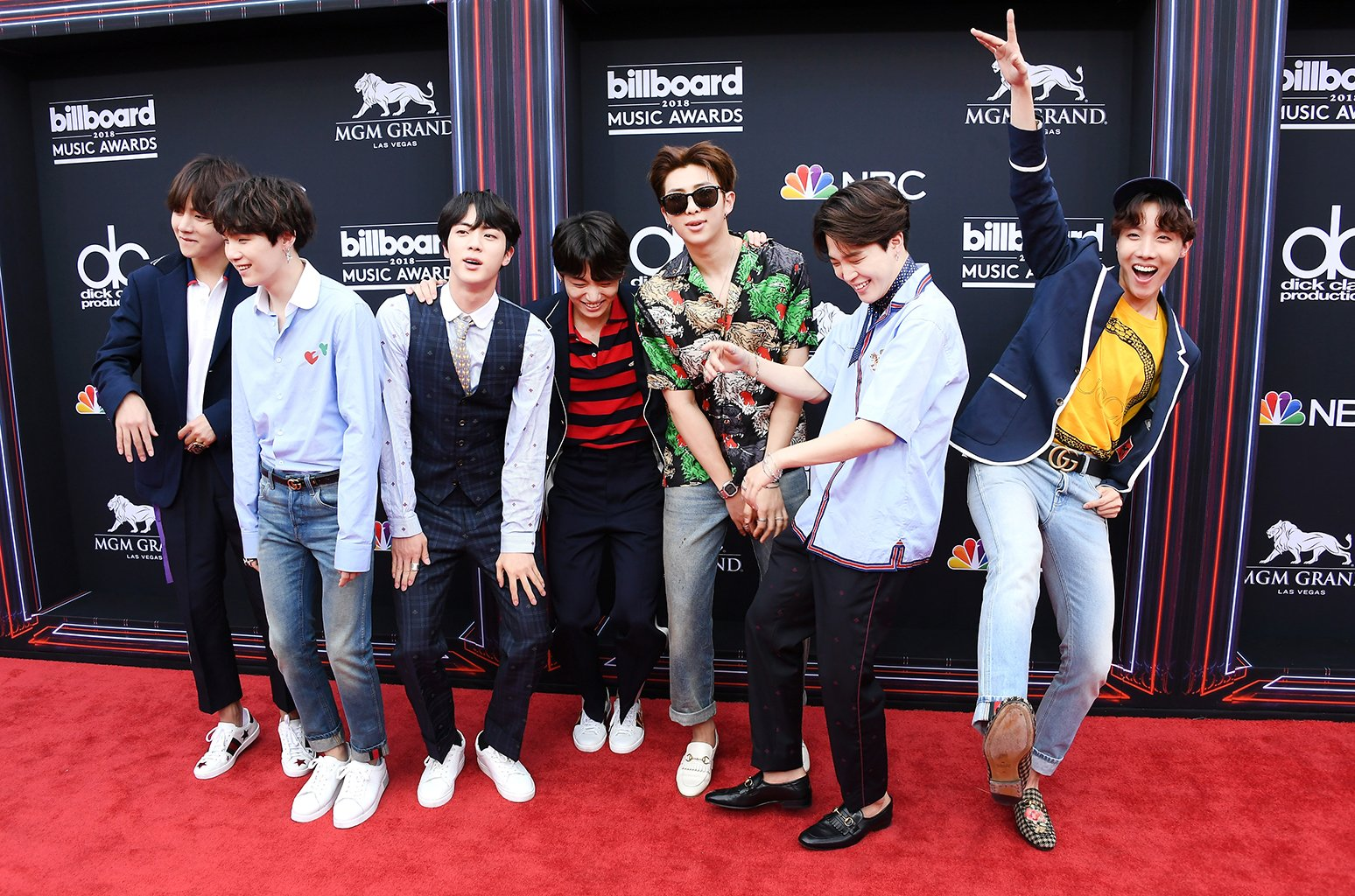 Watch BTS rock out to Ariana Grande, Dua Lipa, Shawn Mendes & more at the #BBMAs https://t.co/KwrTbyNOqS https://t.co/fvApWlRqbm