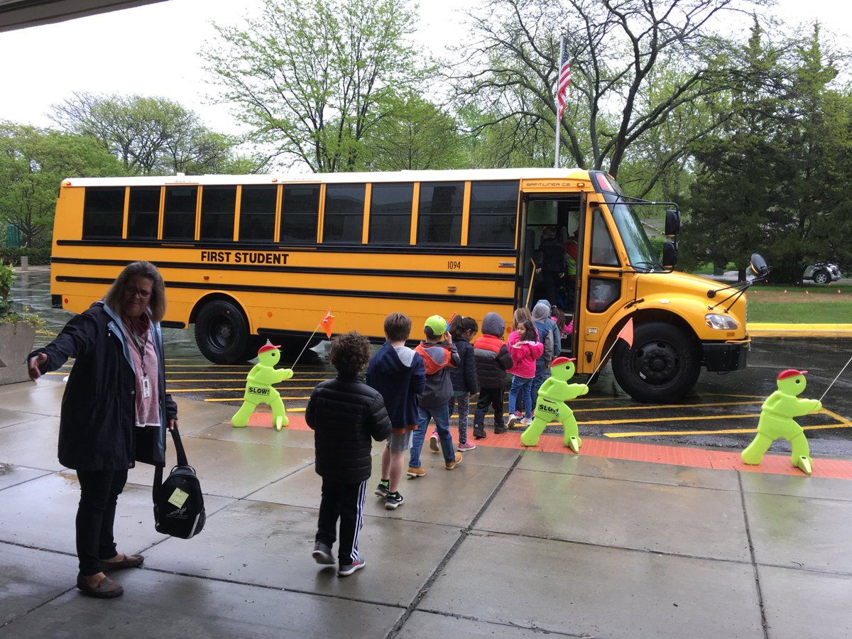 """test Twitter Media - Our Wescott Kindergarten students are """"flying up"""" to 1st grade this morning. Have a great visit! #d30learns https://t.co/DFCY3ADhTf"""