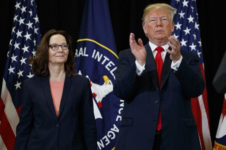 @BroadcastImagem: Com Trump, Gina Haspel (e) toma posse como nova diretora da CIA, em Langley (VA). Evan Vucci/AP