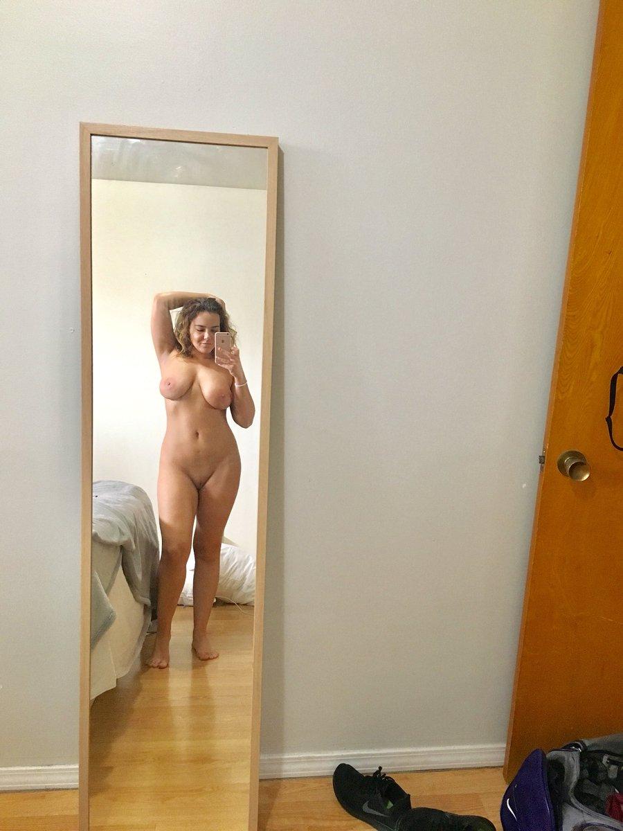 1 pic. Tits 'n curly hair 😋 FT7hJsB6eI