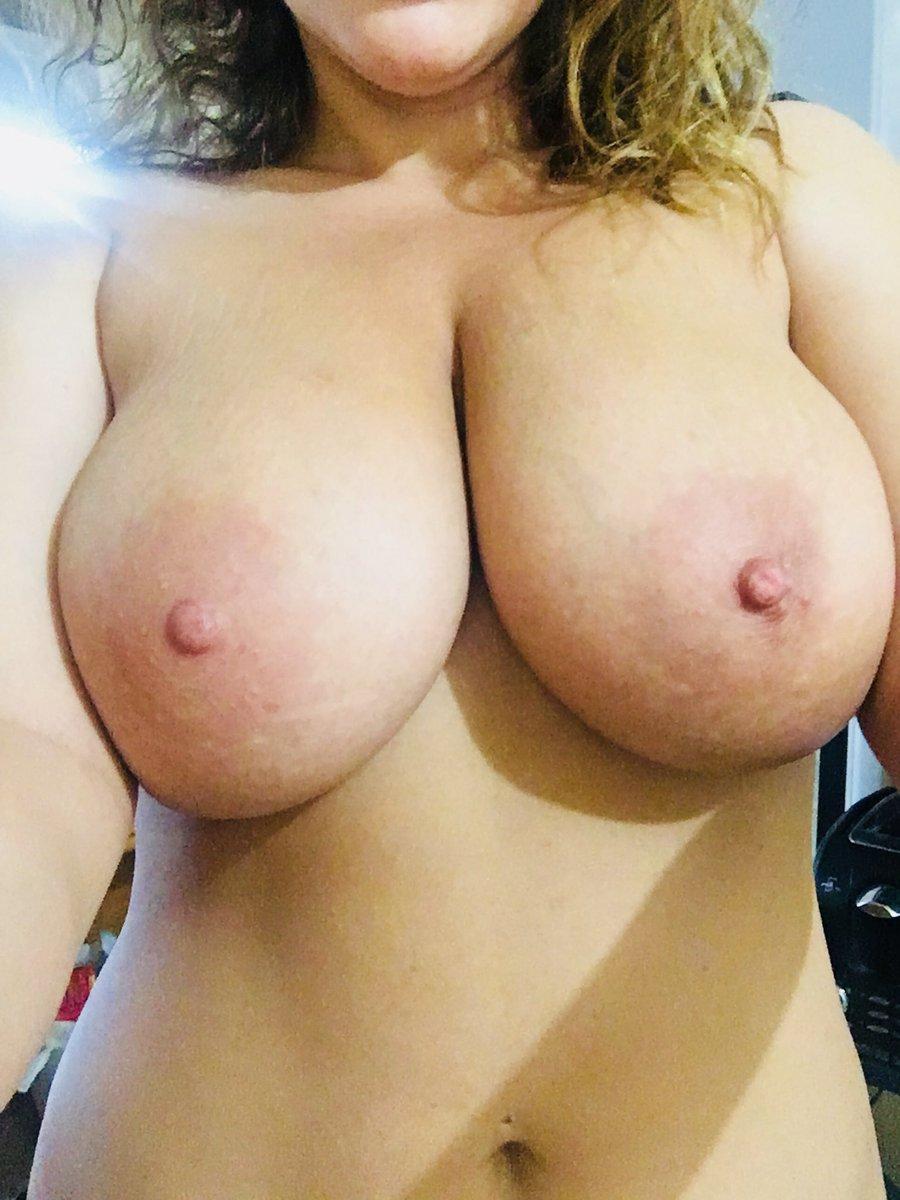 4 pic. Tits 'n curly hair 😋 FT7hJsB6eI