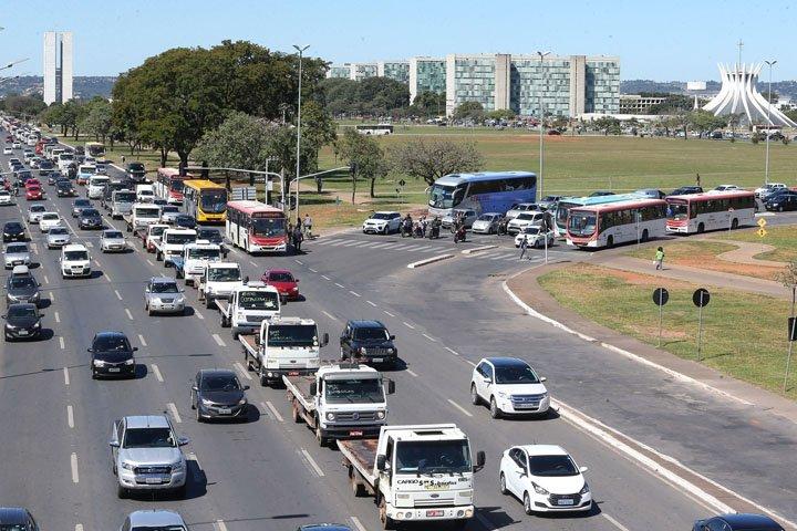 @BroadcastImagem: Protesto de caminhoneiros na Esplanada dos Ministérios, em Brasília. André Dusek/Estadão