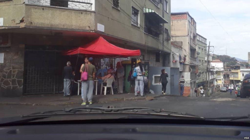 """test Twitter Media - Venezolanos de escasos recursos acuden a """"puntos rojos"""" esperandopremio https://t.co/YJZbv3lYFG https://t.co/sOFR1DnCk2"""