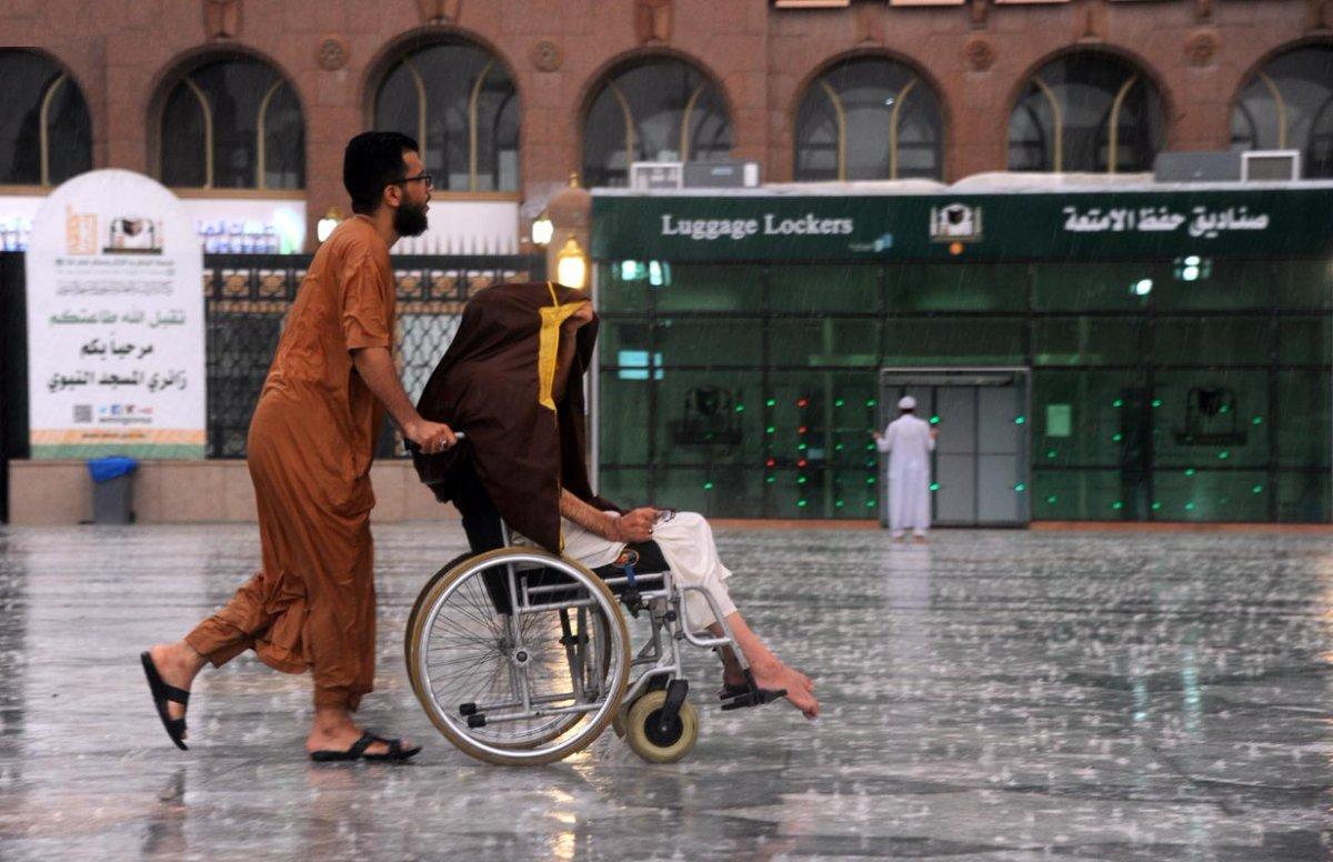 RT @SayidyNet: #سيّدي | لقطات من #امطار_المدينه اليوم 😍  #رمضان_كريم https://t.co/pYmesZwJEj