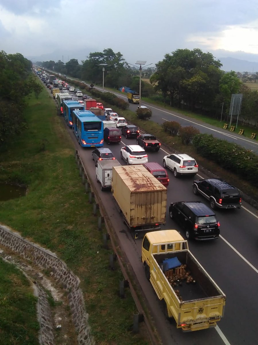 RT @RadioElshinta: 16.19: Arus lalin #Tol_Purbaleunyi arah Cileunyi km 149 macet. (P. Purwanto) #EdisiSoreElshinta https://t.co/XcTfOaiBzE