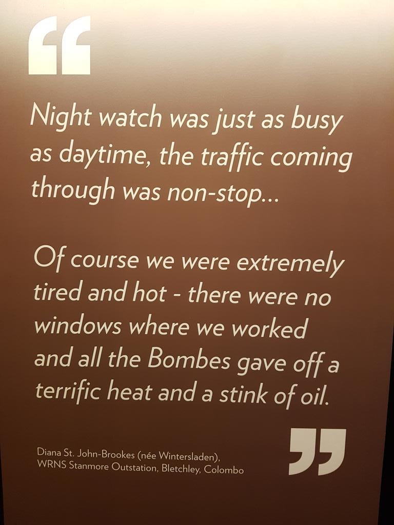 test Twitter Media - Zeldzame foto van werkende bombe's tijdens de oorlog. Decennialang staatsgeheim. De mechanisch-elektrische monsters draaiden dag en nacht, werden loeiheet en stonken naar smeerolie. Petje af voor de dames van #BletchleyPark, die ook de regelmatige kortsluitingen moesten oplossen. https://t.co/TN3uJ3RBkm