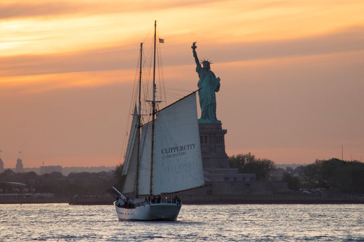 RT @Funny_n_Serious: Statue Of Liberty by maximusupinNYc #newyork #nyc https://t.co/LCgvBdzFQy
