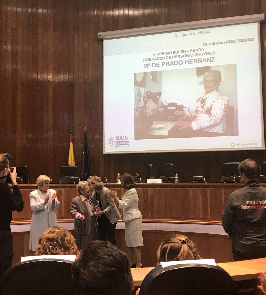 test Twitter Media - Natalia Roldán #EulenSociosanitarios entrega el Premio Liderazgo de Personas Mayores a Mª de Prado Herranz #PremiosSENDA https://t.co/BCjNByaQNA