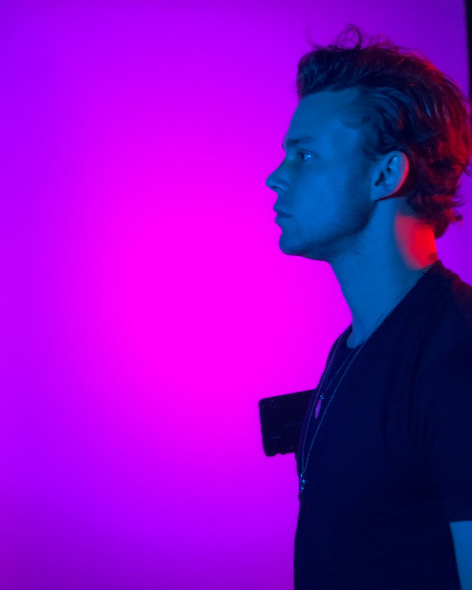 Honestly @Ashton5SOS' jawline is a work of art https://t.co/YX7mcjwbPv