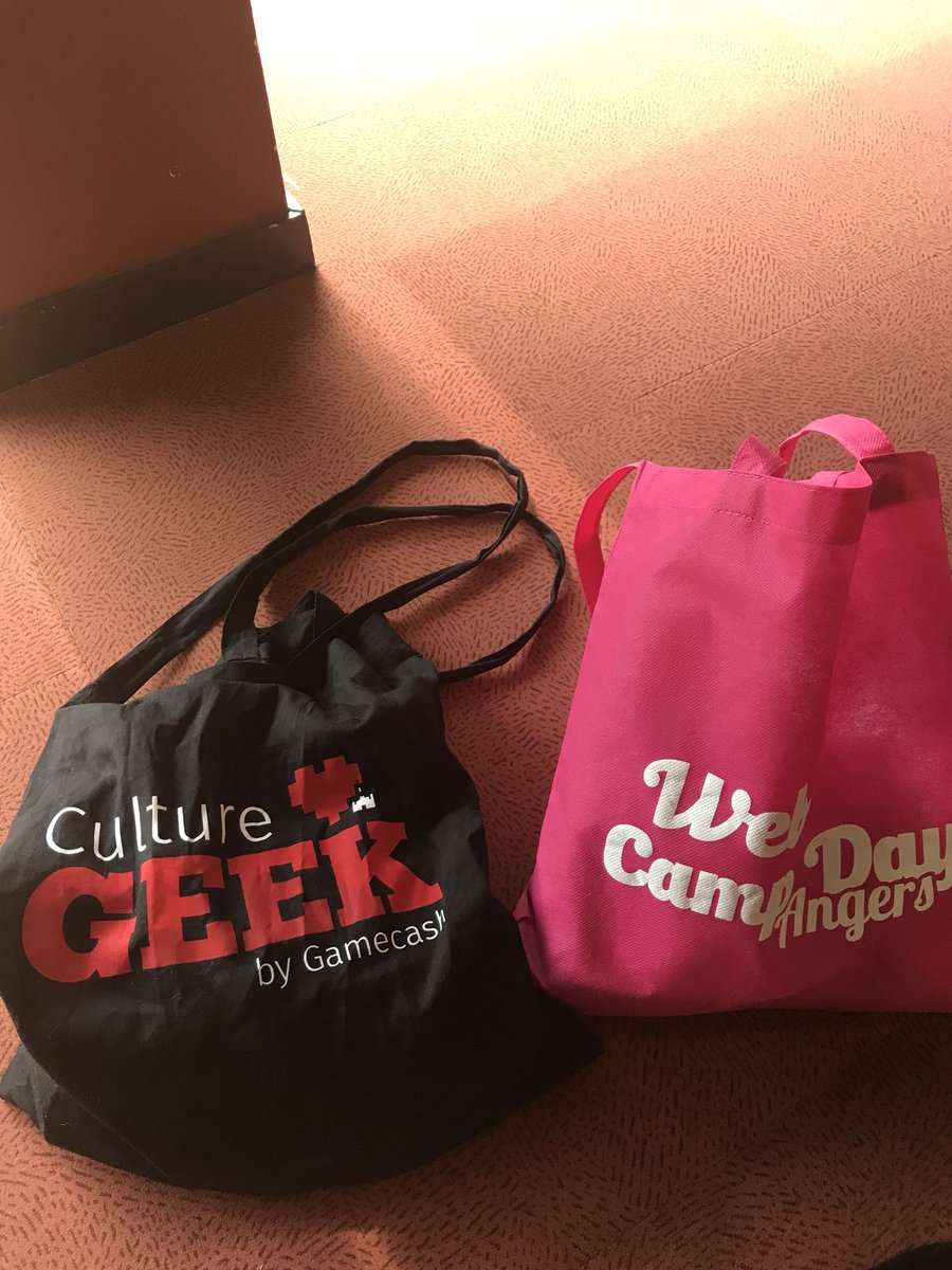 Double tote-bag : #CultureGeek by @Gamecash_fr & @WebCampDay #Webcampday https://t.co/5pCCF9FwnF
