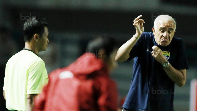 Pelatih Persib Ungkap Alasan Mainkan Agung Mulyadi https://t.co/dZkIpvrFSZ https://t.co/9hPwGhAwR1