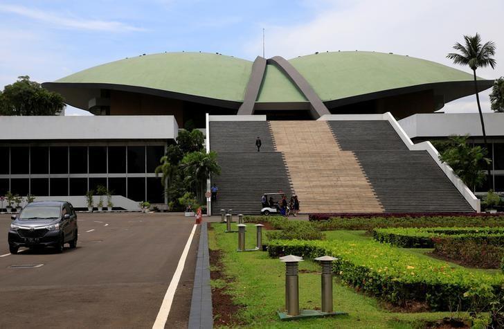 Indonesia's parliament approves tougher anti-terror laws https://t.co/ENJ6IrubM8 https://t.co/Sdvnyv0xoi