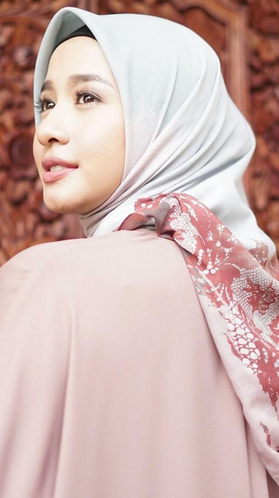 Hijab Laudya Cynthia Bella Laris Manis Jelang Lebaran, Dijual Rp 200 Ribuan https://t.co/ruD3Z20Un7 via @wolipop https://t.co/6UvwHKXKGC