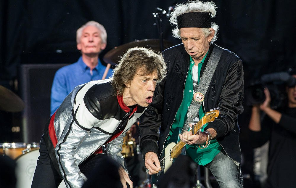 Off to see the Rolling Stones on their UK tour? Probably a good idea to not take a bag... https://t.co/VBZZCdMMw1 https://t.co/dgQuvuiZxd