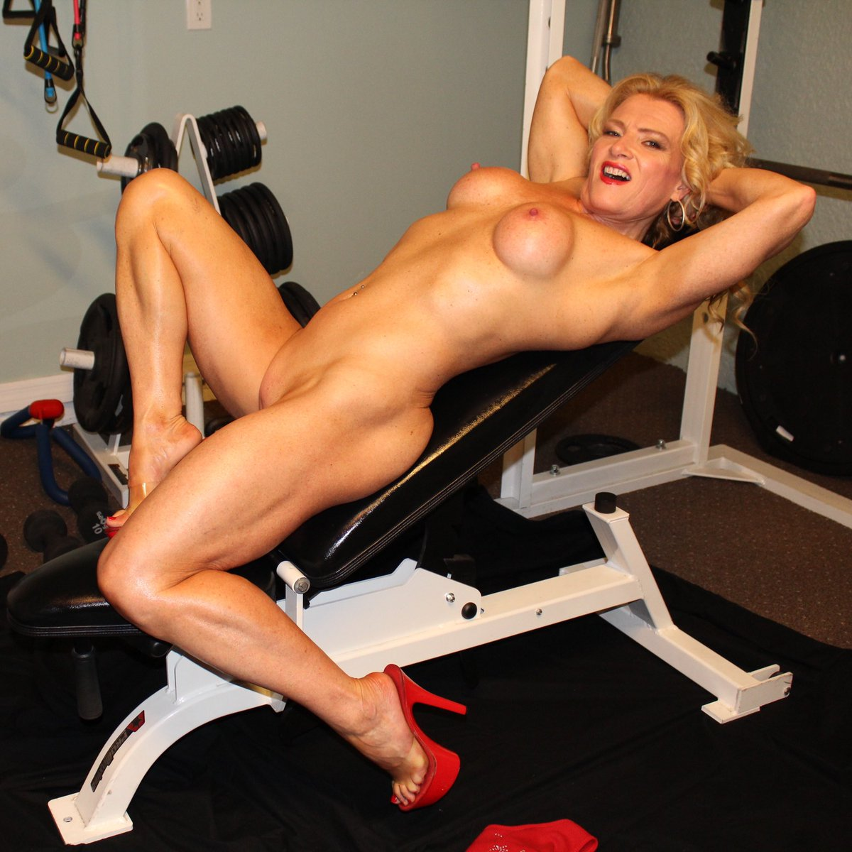 #FlashbackFriday one of my fav pics from a few years ago. It's #MandyInTheMorning #naked #milf #gymmotivation
