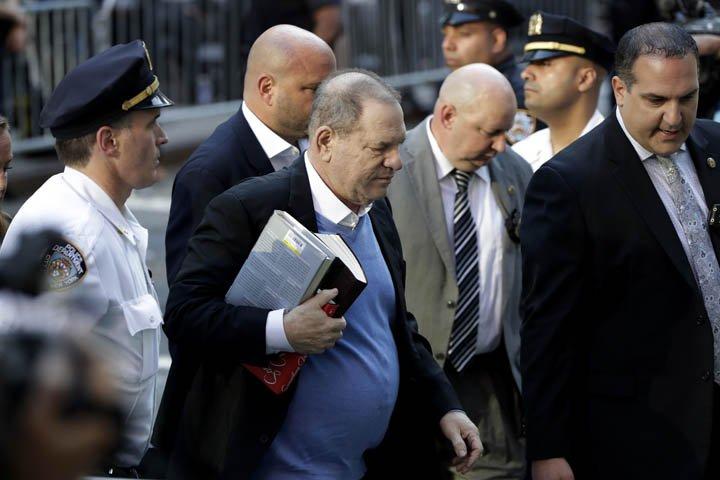 @BroadcastImagem: Produtor Harvey Weinstein, acusado de assédio sexual, se entrega à polícia de NY. Julio Cortez/AP