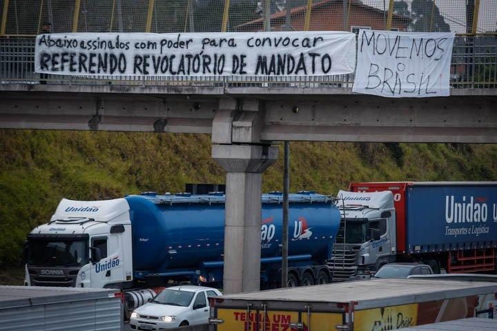 @BroadcastImagem: Protestos de caminhoneiros continuam mesmo após acordo anunciado pelo governo. Felipe Rau/Estadão