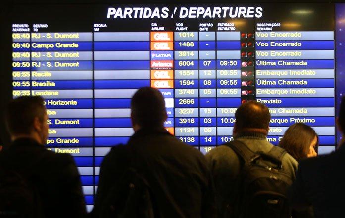 @BroadcastImagem: Aeroporto de Congonhas precisou de escolta da PM para não ficar sem combustível. Hélvio Romero/Estadão