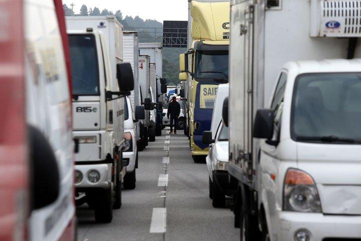 @BroadcastImagem: Protesto de caminhoneiros bloqueia trânsito na Rodovia dos Imigrantes, em São Bernardo. Hélvio Romero/Estadão