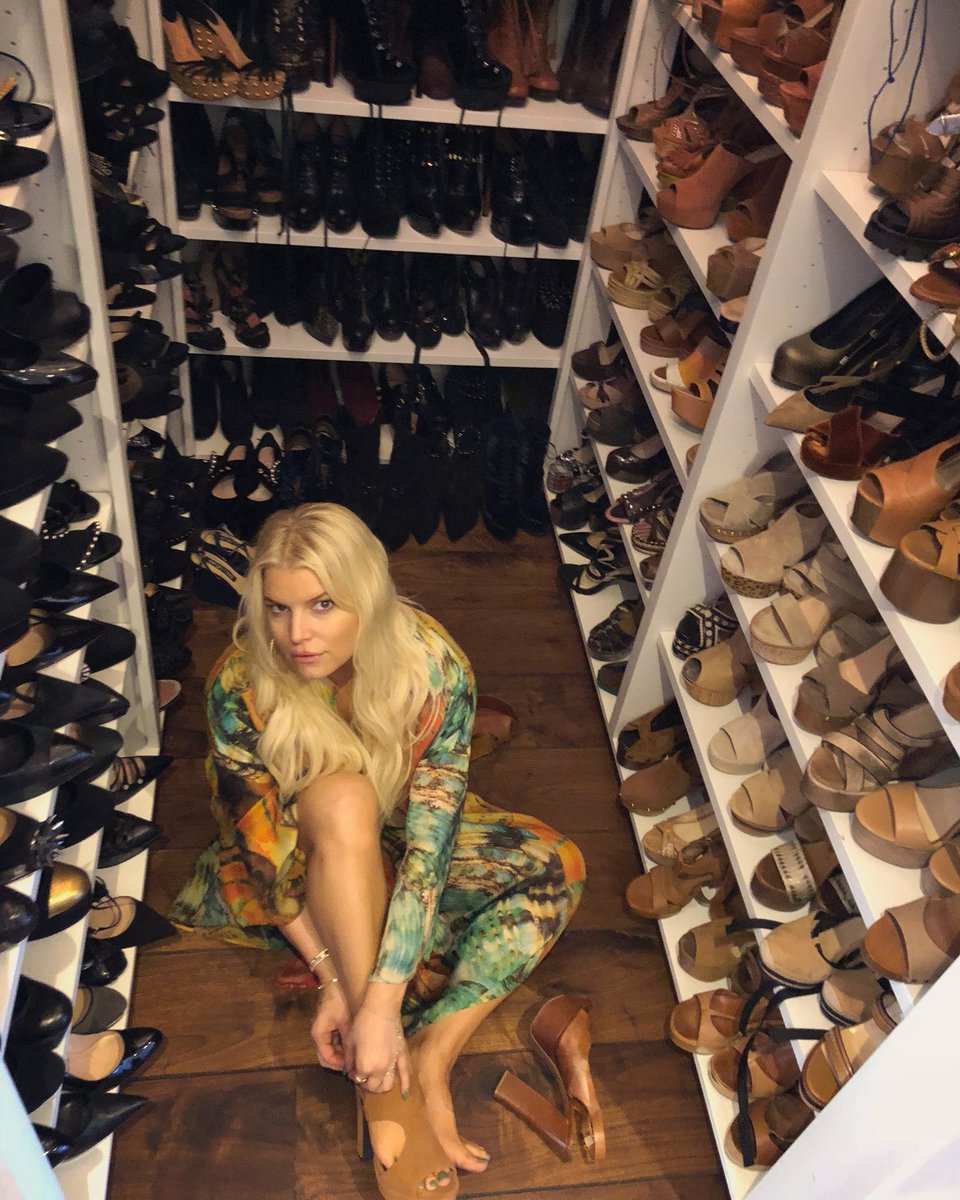 Decisions, Decisions. #ShoeCrushSaturday @JSCollection https://t.co/X1wD4uk7JO