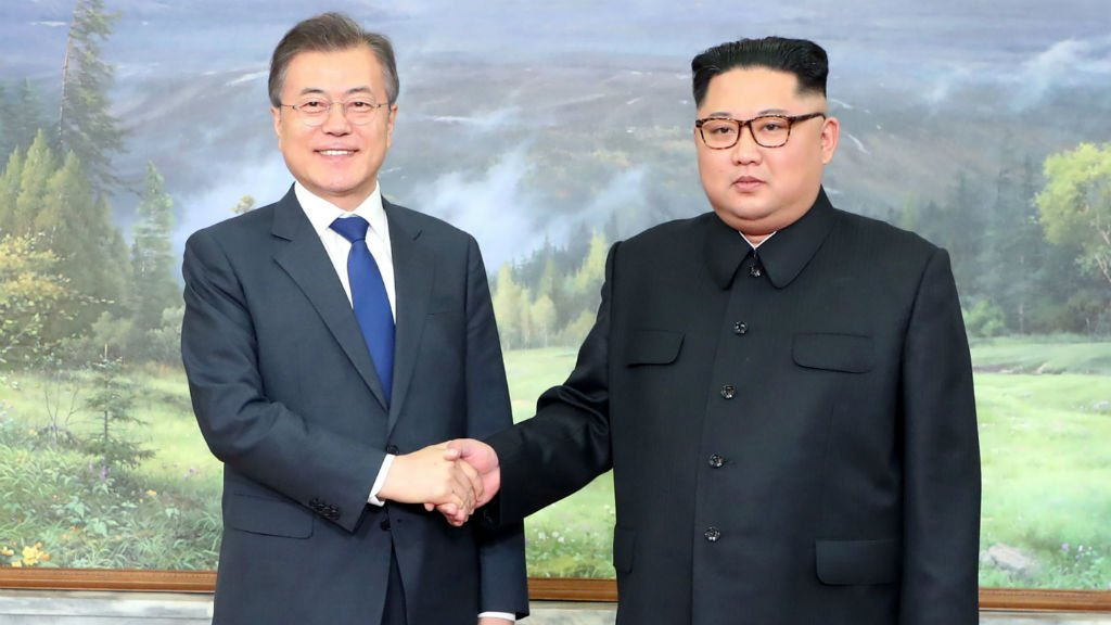 Korean leaders hold surprise meeting after Trump threatens to quit Kim summit