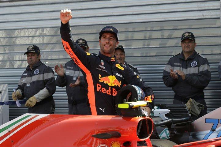 @BroadcastImagem: Ricciardo mantém domínio, bate recorde da pista e garante a pole no GP de Mônaco. Claude Paris/AP