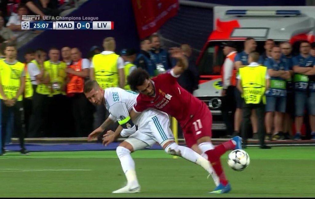 RT @monobabu: Aqui se ve como es fortuito y como Ramos no busca agarrar el brazo de Salah, es que como sois! https://t.co/PVbYKMfdQi