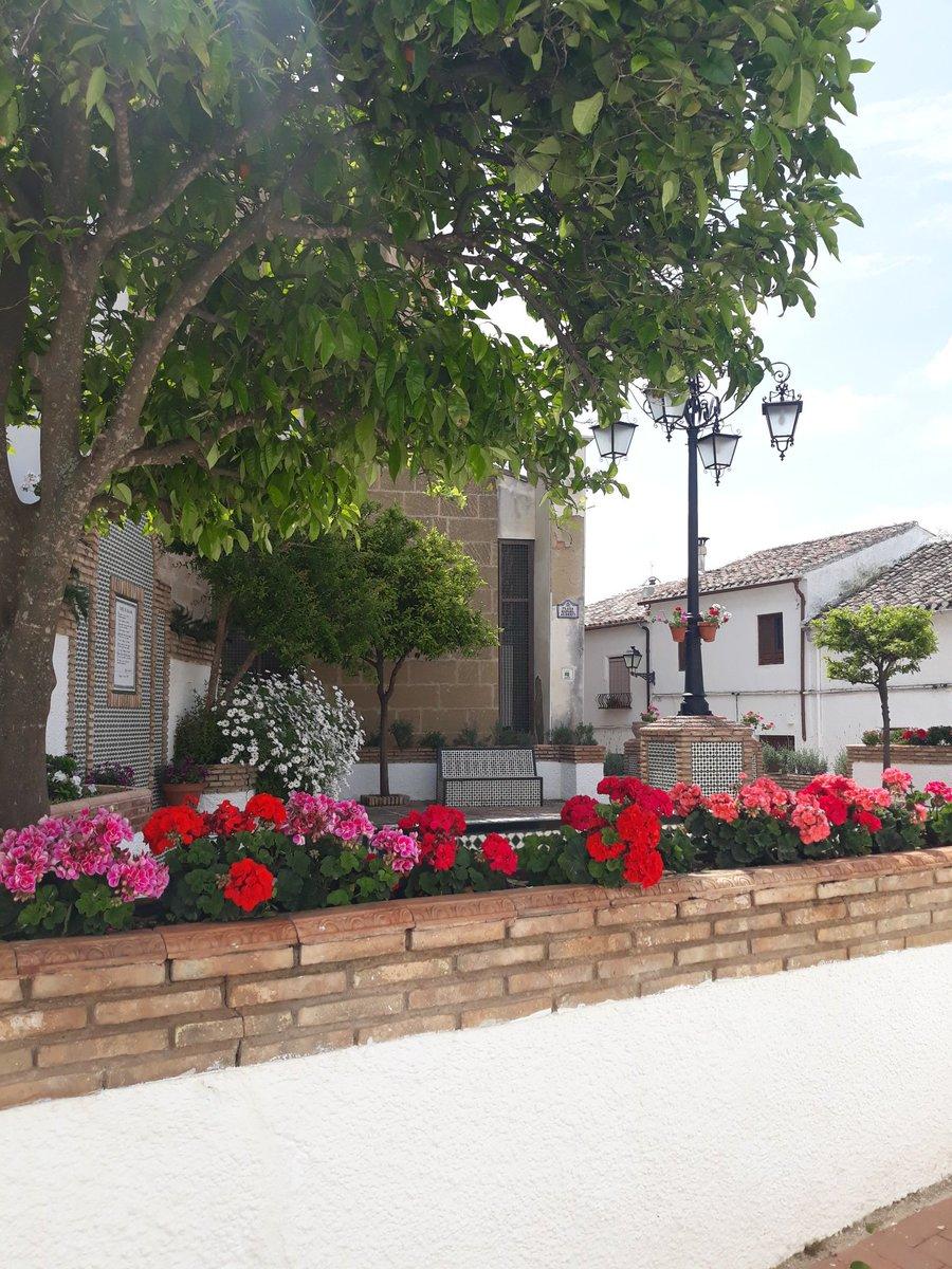 De comunión en Iznajar otra joya de pueblo de mi Andalucia  Tranquilos que no es mi comunion https://t.co/88BGZ5mV7S