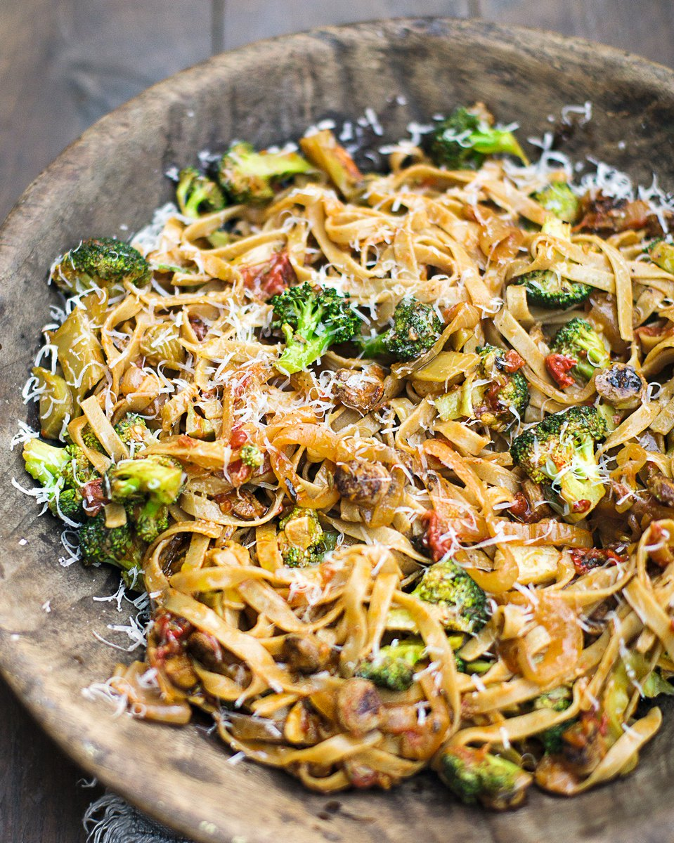Jamie's Sausage Pasta.   An easy family #dinner that's packed with 3 of your 5-a-day! https://t.co/LEPyNQ9QJP
