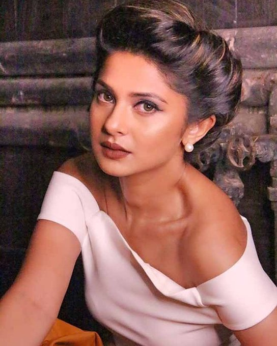 Here\s wishing the extremely beautiful and graceful, Jennifer Winget, a very happy birthday!
