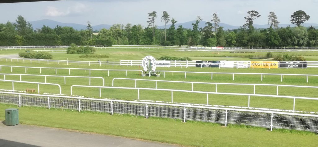 test Twitter Media - All set for another beautiful day at @GowranPark1  Check out the World Record attempt where @InjuredJockeys & @Black_WhitesGAA will attempt to break a World Record of the largest recorded gathering of people in Helmets. #Helmetday #ComeRacing https://t.co/oZGk0R0OoG