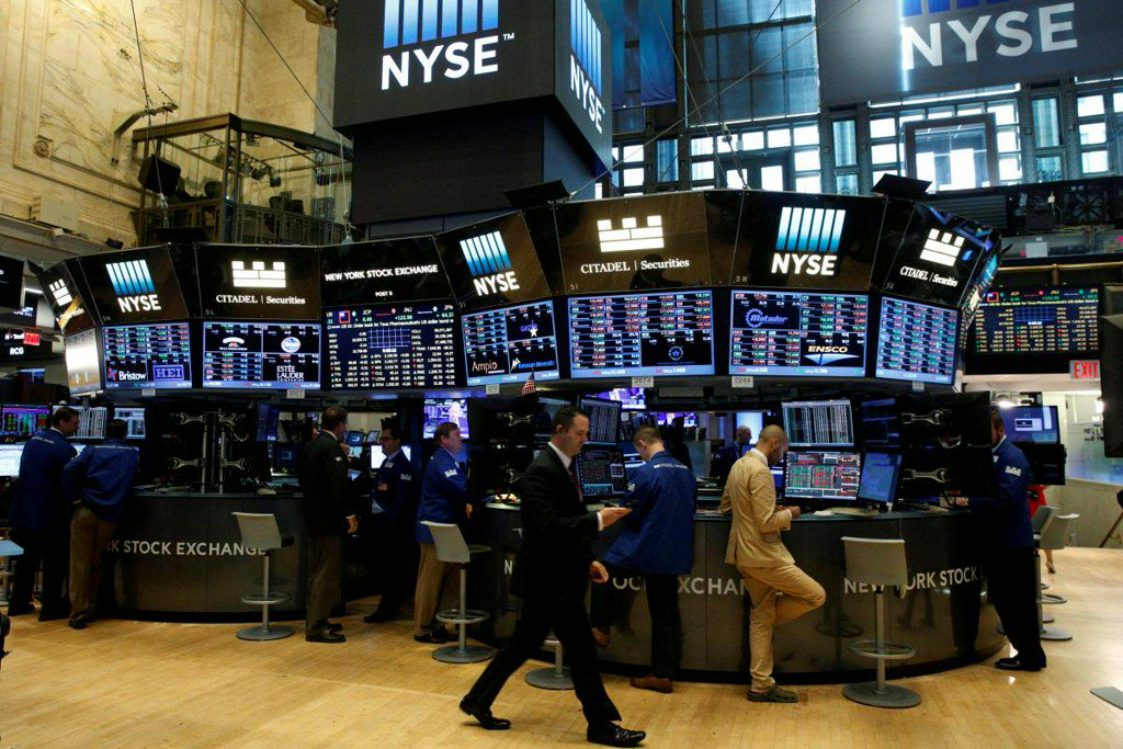 Energy, banks fuel Wall Street's rebound, S&P 500 erases losses