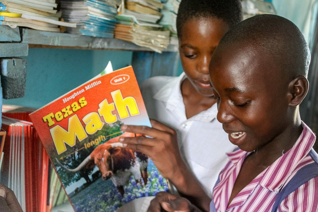 Students at this school in Zimbabwe have seen their pass rate improve from 35% in 2016 to 40% in 2017 thanks to books donated by our generous supporters. That's the power of #education! #LiteracyWorks https://t.co/3i8jS2Tjpc