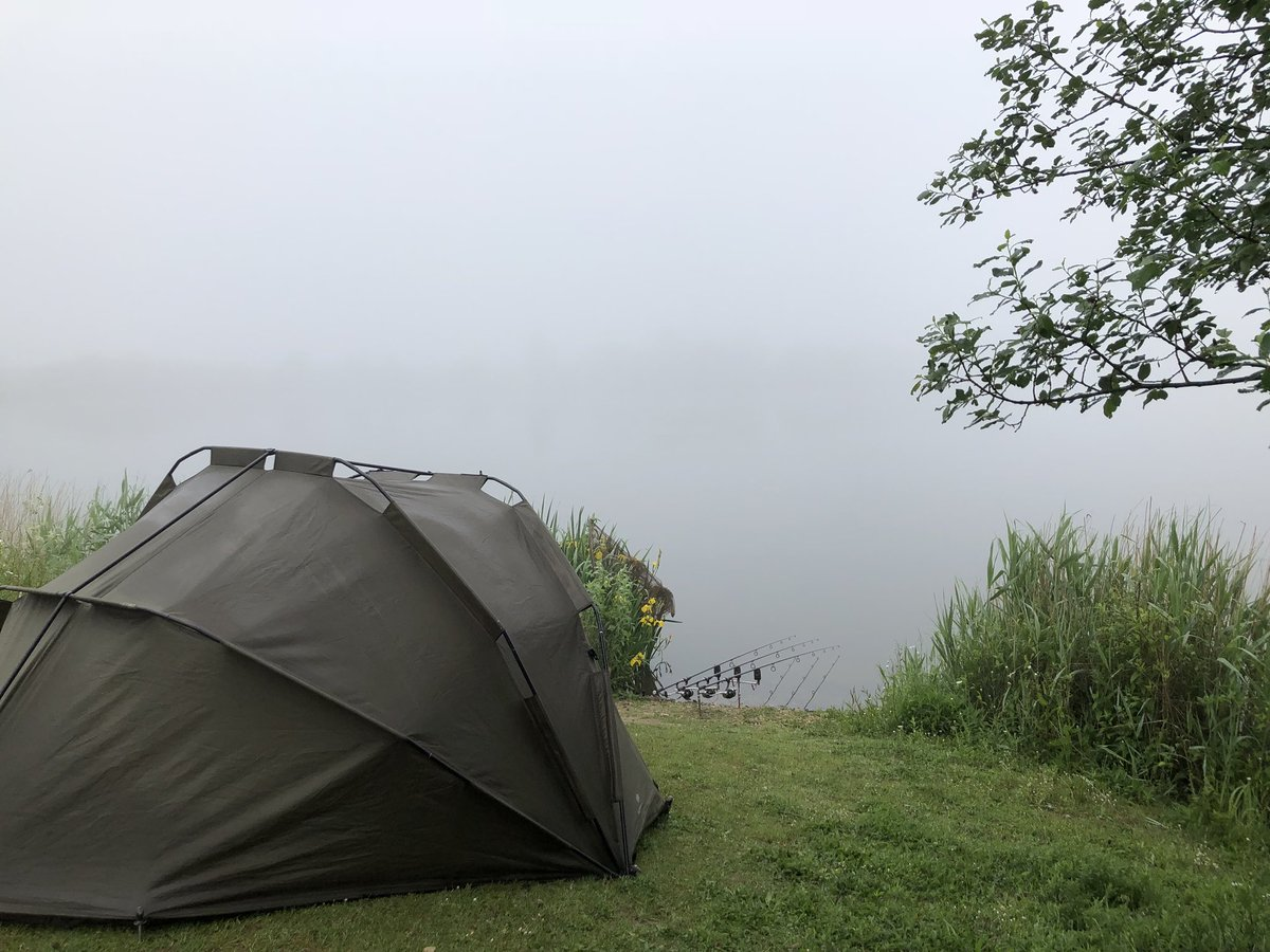 Hmm...a bit foggy. Where the f*ck did that horizon marker go! <b>😂</b> #carpfishing #carpy https: