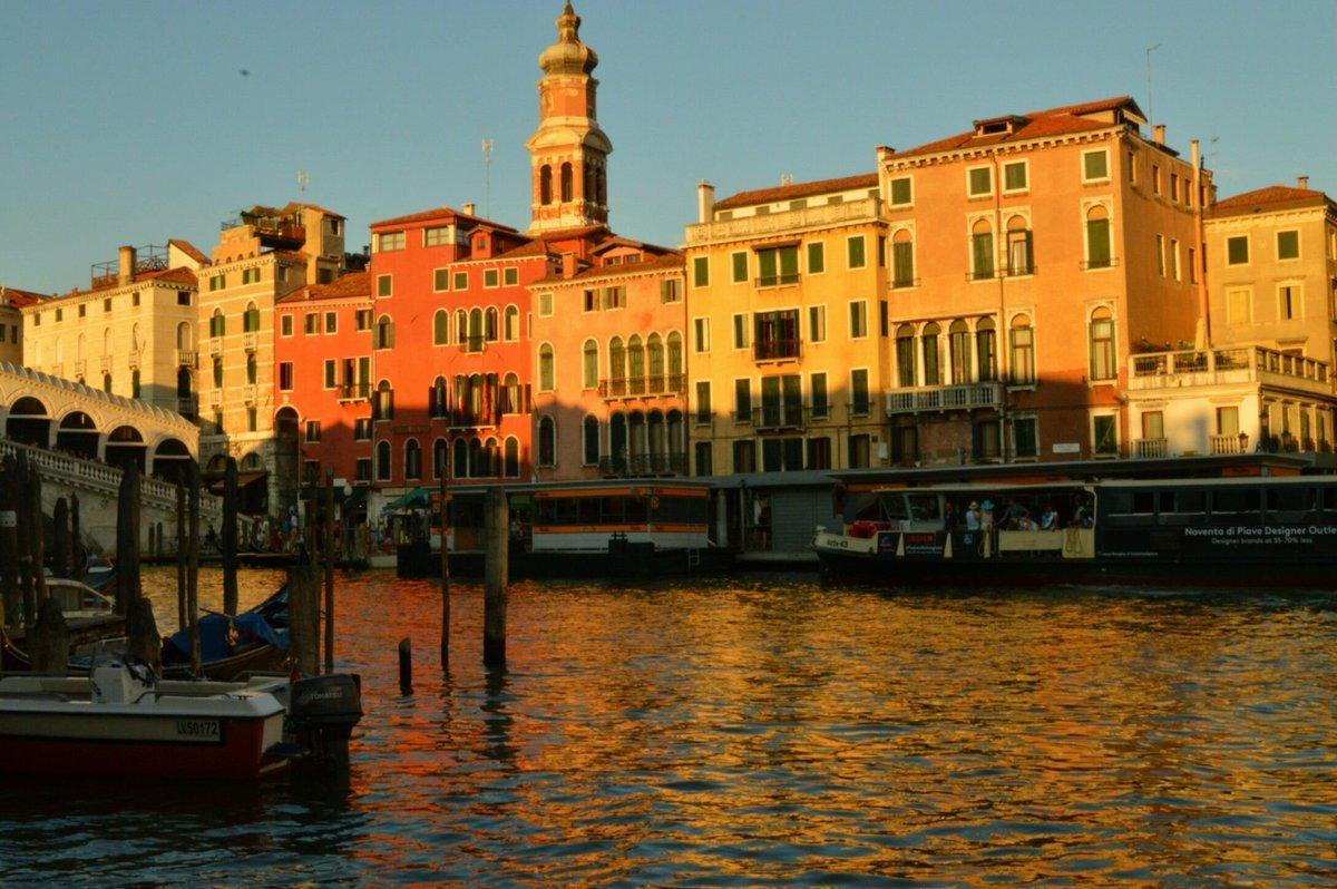 #Venice  https://t.co/GtQ1fjEGwm https://t.co/OaX13zPsSw