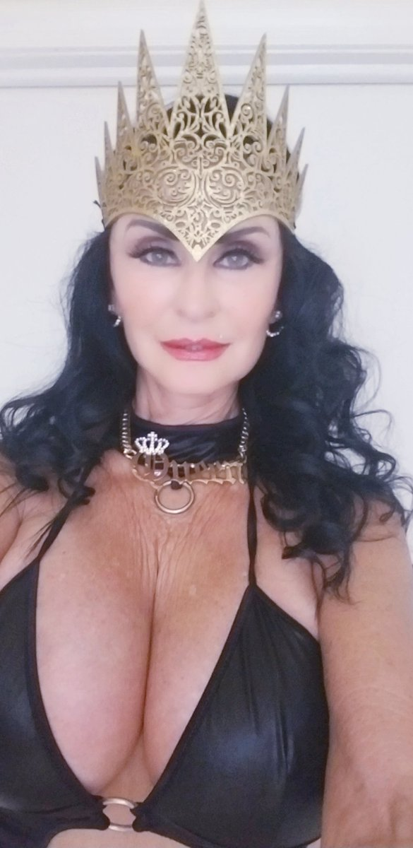 Good morning #Tweethearts love your Queen vIoXsulYP1