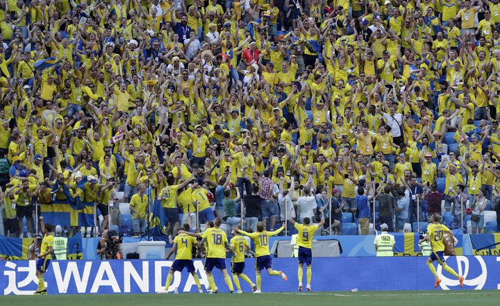 @BroadcastImagem: Suécia sufoca Coreia do Sul e vence com pênalti marcado por VAR. Lee Jin-man/AP