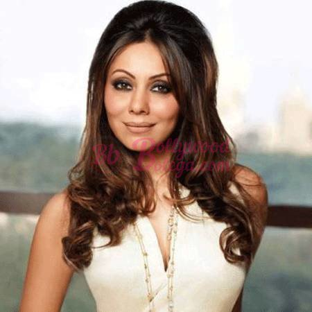 test Twitter Media - Recently, Cricketer Virat's wife and actor Anushka Sharma shared her video on social media where she was stopping a gentleman... #AushkaSharma #Featured #GauriKhan #ShahRukhKhan #BollywoodBolega https://t.co/7IsHpaT0Zn https://t.co/ahYFqa7kqq