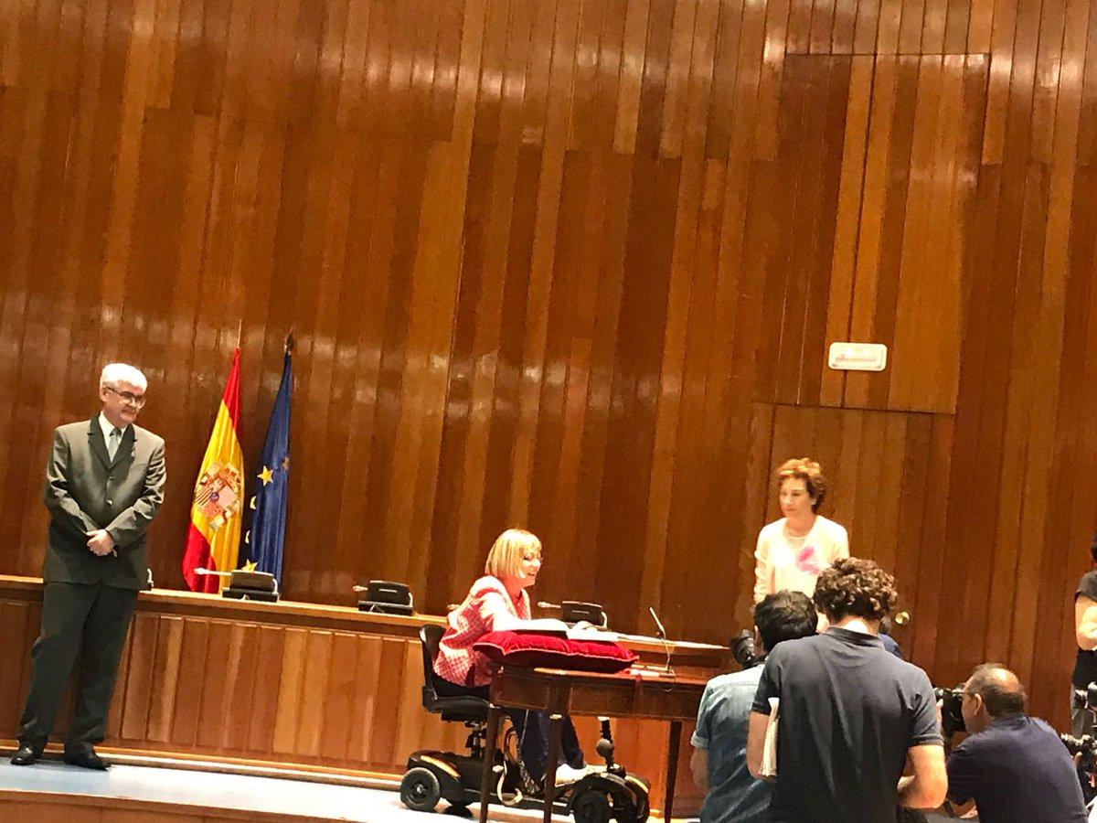 provar Twitter Mitjans - Hoy estamos en la toma de posesión de la Secretaria de Estado de Servicios Sociales @PilarDL con @aguiteras y @Fperezanton #abd https://t.co/WDqgFkzCyy