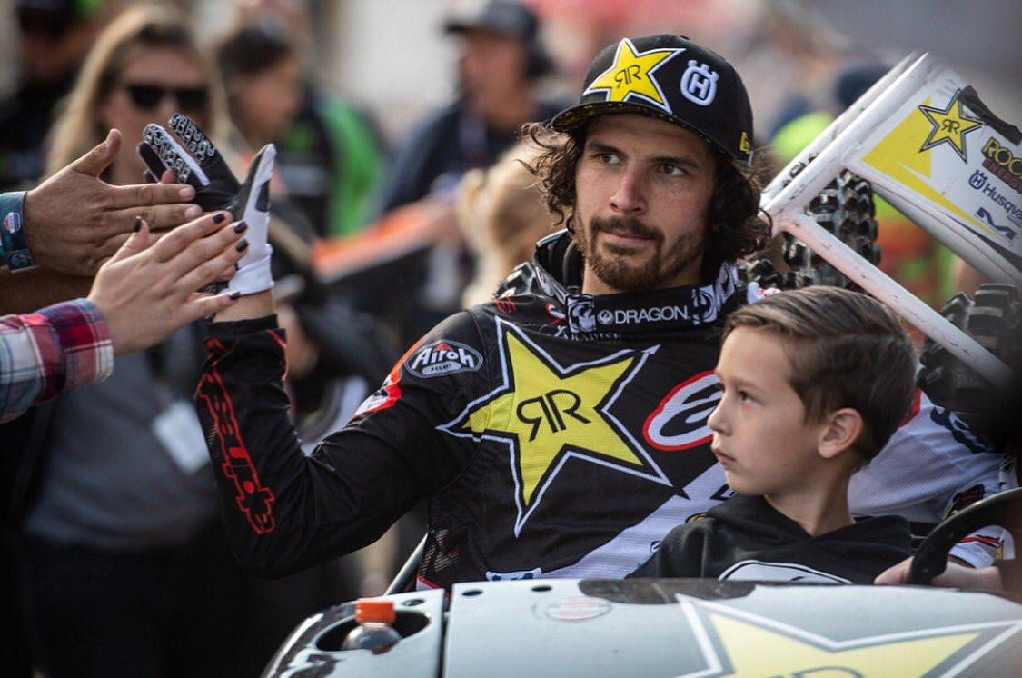 High 5's. @rockstarenergy @Rockstar_Racing @alpinestars @elhombre https://t.co/BVHLfLLYvi