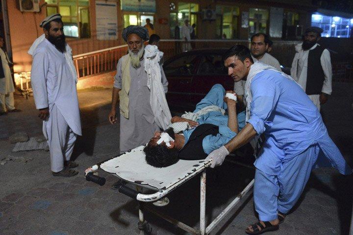 @BroadcastImagem: Homem-bomba mata 21 pessoas no Afeganistão em celebração ao fim do Ramadã. Mohammad Anwar Danishyar/AP