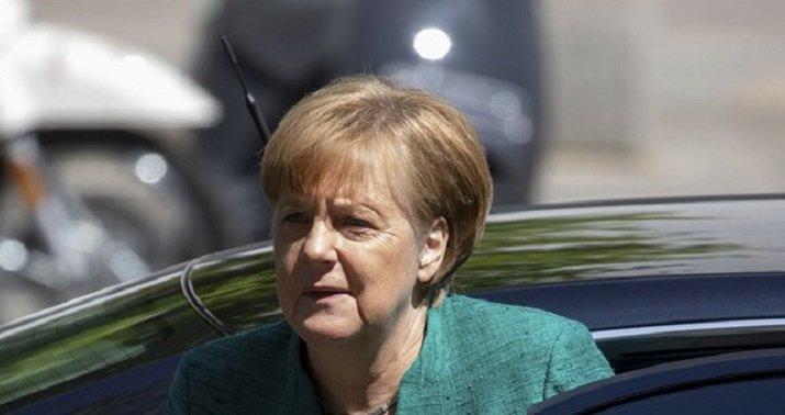 Angela Merkel scrambling to avoid EU meltdown https://t.co/gEU1IsPT87 https://t.co/yd5Iztsn5n