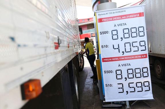 RT @UOL: Da @RedeTV: Preço do diesel diminui, mas ainda não chega às bombas R$ 0,46 menor https://t.co/85HhtS9sZl https://t.co/Xlu3eo6UEW