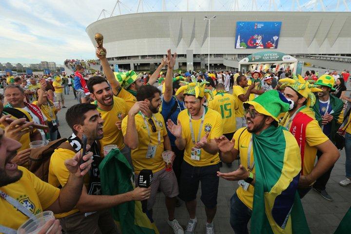 @BroadcastImagem: Movimentação da torcida brasileira na chegada à Arena Rostov, em Rostov, na Rússia. Wilton Jr/Estadão