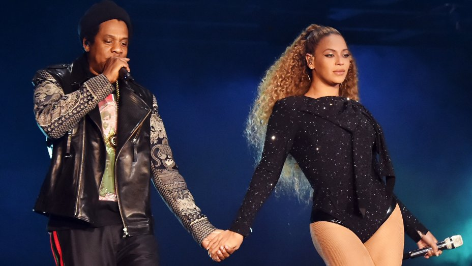 """How Beyonce and Jay-Z's """"Apes—t"""" video calls out the Superbowl and the Grammys"""